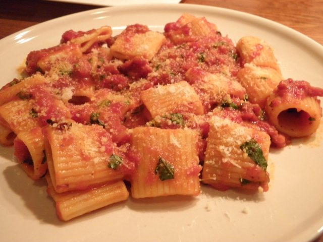 Rigatoni with spicy bacon & tomato sauce