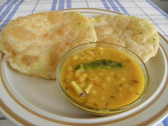 Radhaballavi with Cholar dal