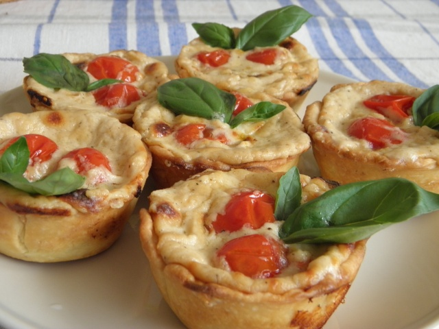 Cherry tomato and poppy seeds tartlets