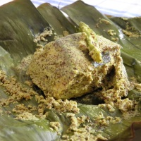 Salmon macher paturi / Salmon smoked in Banana leaf
