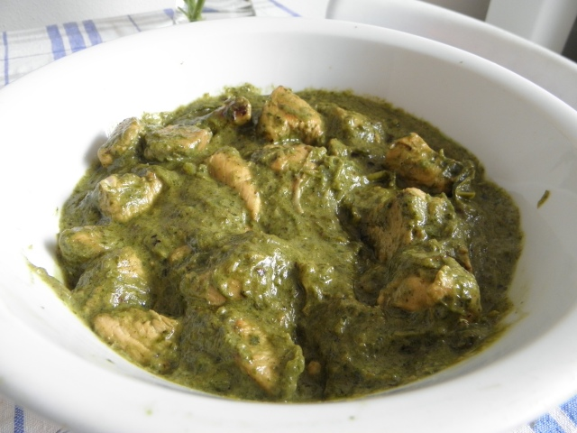 Green chicken curry is ready to be served