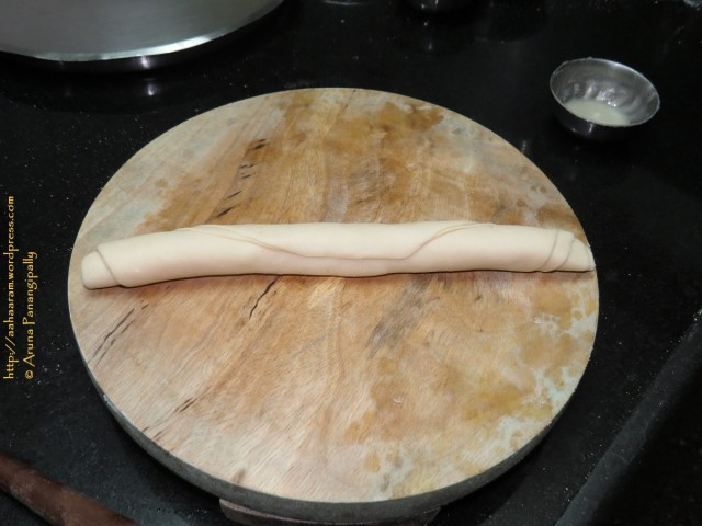 Roll the roti into a tube