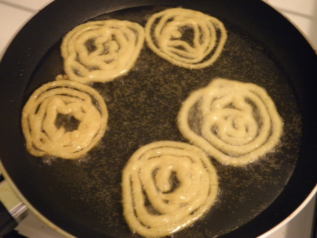 Frying Jalebi