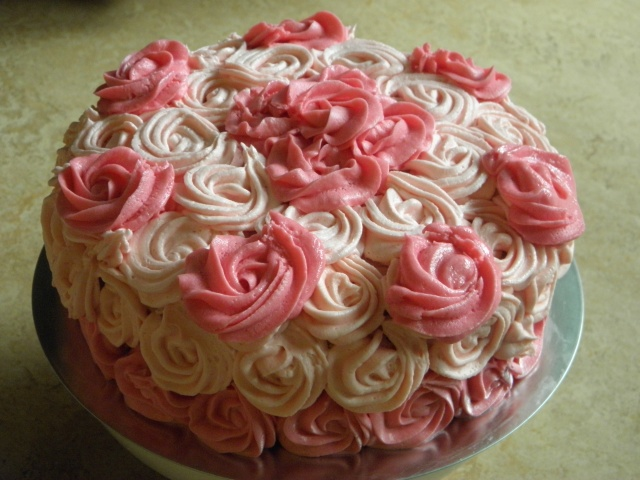 Rose swirl cake is ready to cut ;)