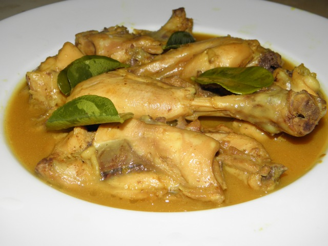 Lebu Murgir Jhol/Chicken in light lemony gravy