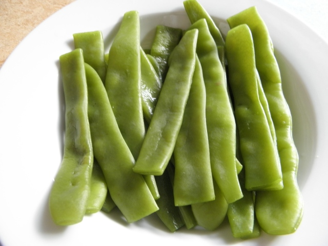 Boiled broad beans