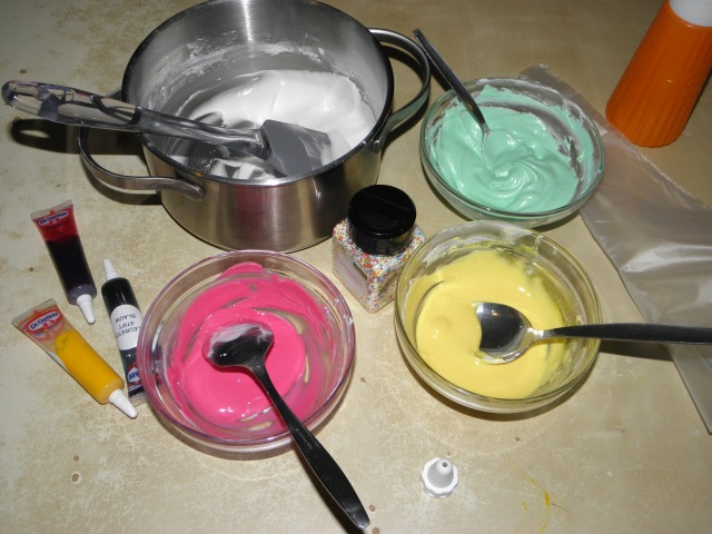 4 different coloured icing