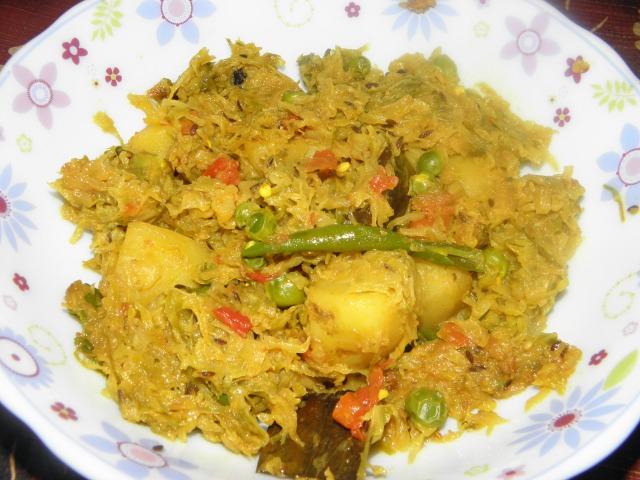 Bandhakopir Tarkari or Dry Cabbage Curry