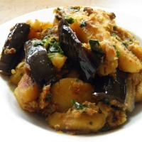 Tok Jhal Begun Aloo/Tangy & Spicy Aubergine & Potato Curry