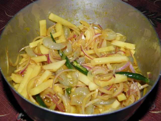 Prawn, potato and onion mixture