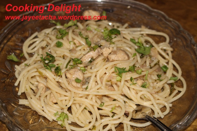 Spaghetti with parsely chicken