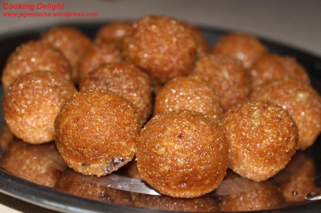 Gurher Naru or Coconut Laddu with Jaggery
