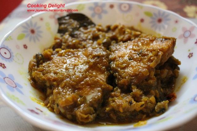 Rui macher kalia (Rohu fish in rich gravy)