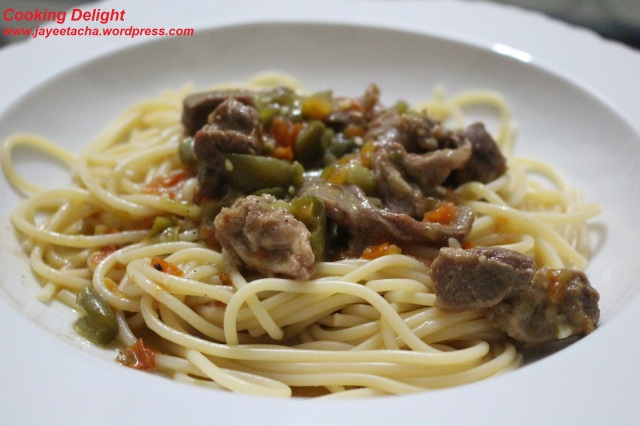 Spaghetti with lamb/mutton & bell pepper sauce