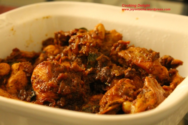 Chettinad chicken curry is ready to serve