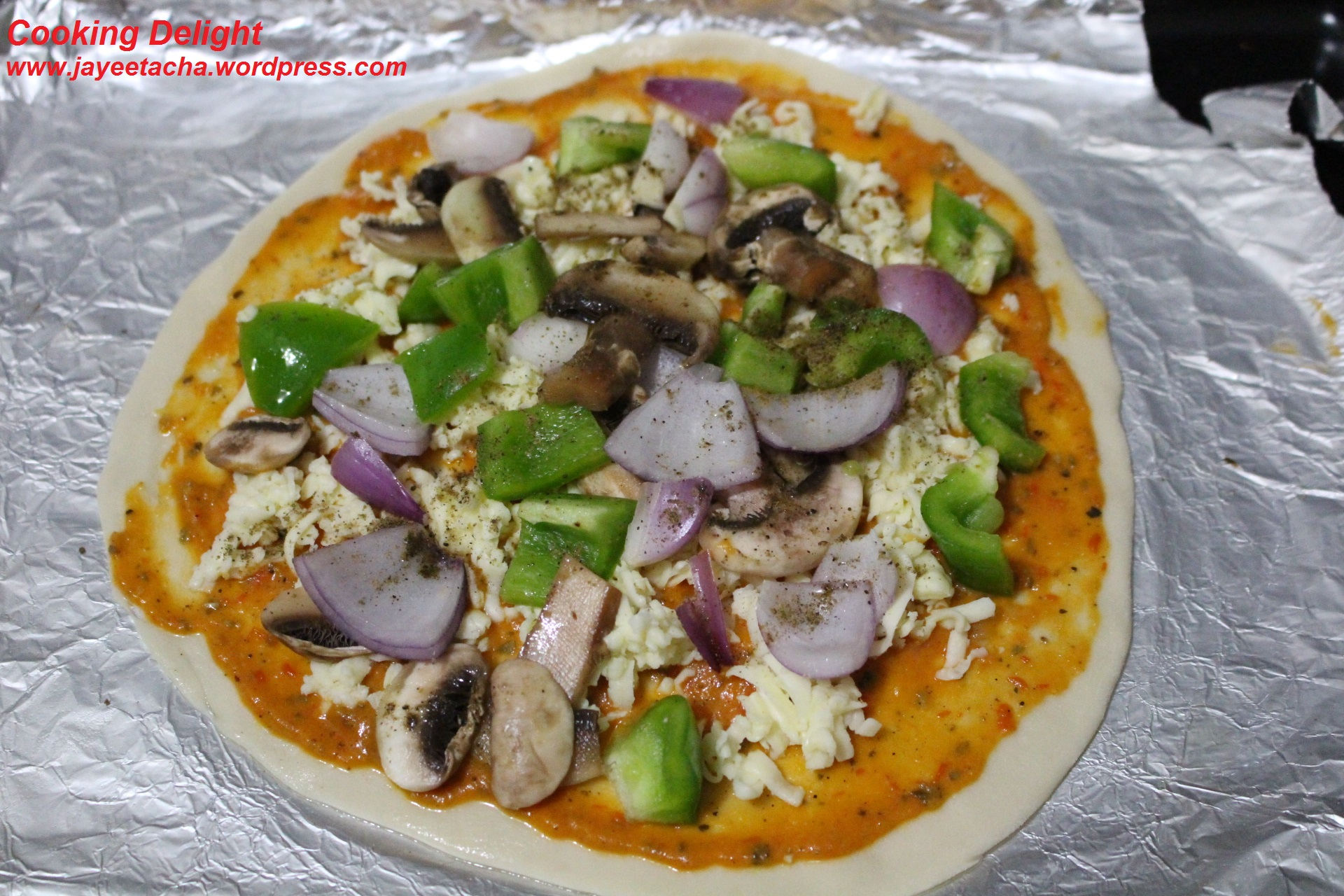 Thin Crust Veg Pizza with Mushroom, Bell pepper, Onion & Cheese ...