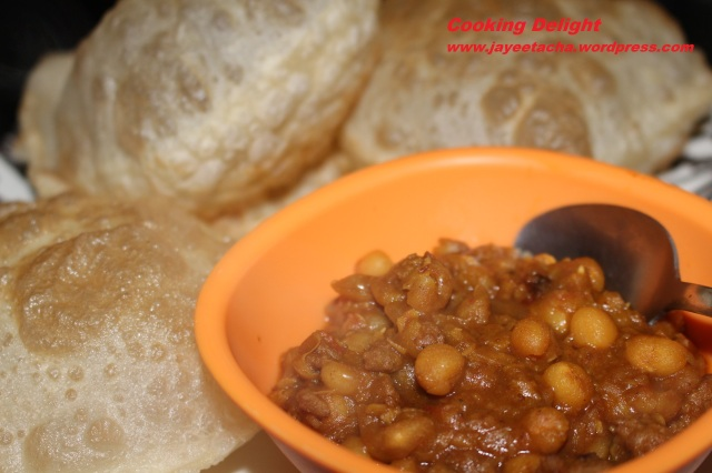 Keema Ghugni (Dried Yellow Peas cooked with Mutton keema)