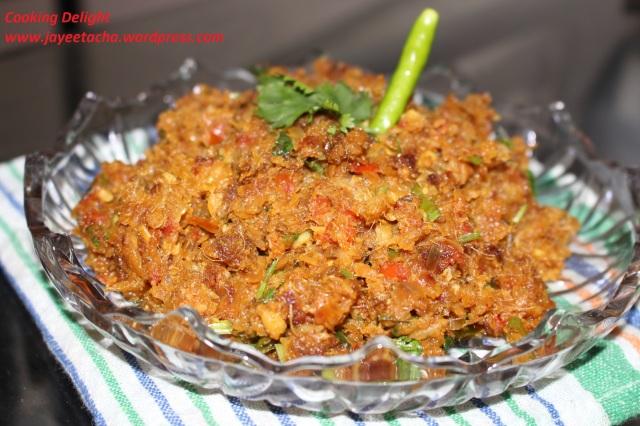 Lote Macher Jhuri (Mashed Bombay Duck Fish Curry)
