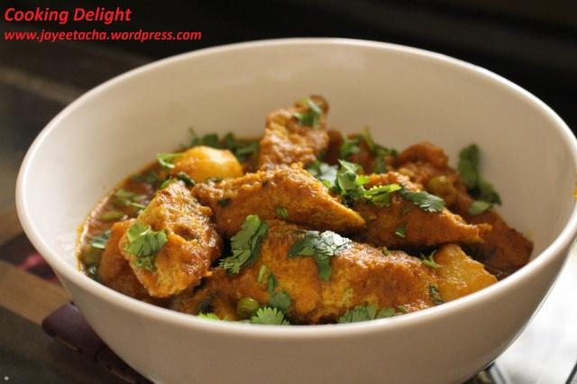 Dimer Dhokar Dalna (Baked Egg in Spicy Gravy)