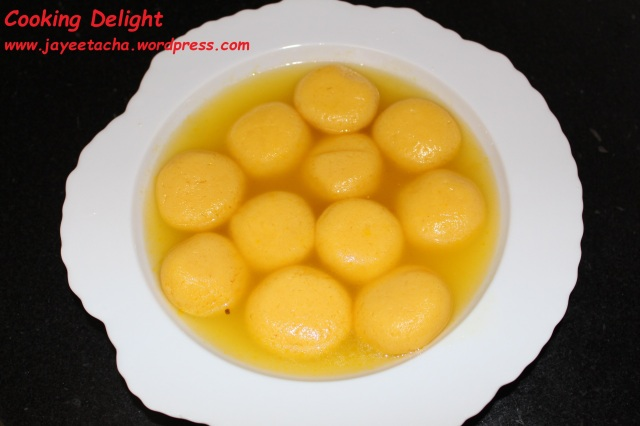 Kamolabhog (Orange flavoured Rasgulla)